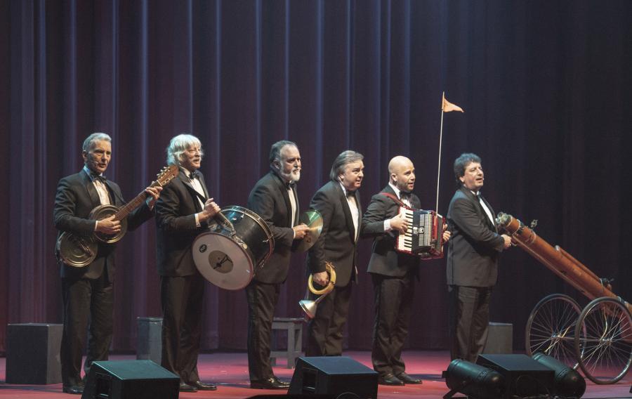 Cultura Cultura Más de veinte espectáculos, cuatro de ellos de puertas abiertas, exposiciones y publicaciones para festejar el cumpleaños del Teatro Cervantes construido en 1870