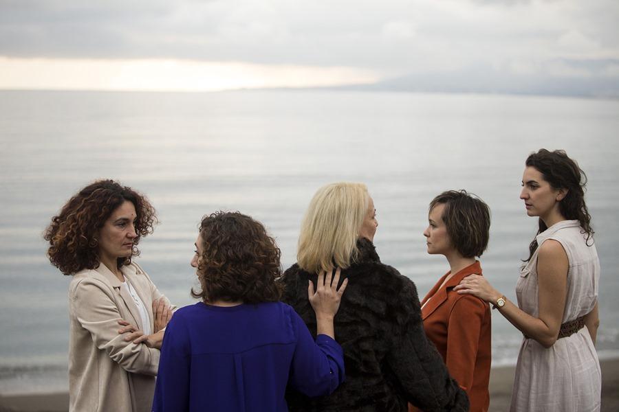 Cultura Cultura Factoría Echegaray estrena La Isla del Aire, la historia de cinco mujeres de una familia que buscan la luz para apagar el dolor
