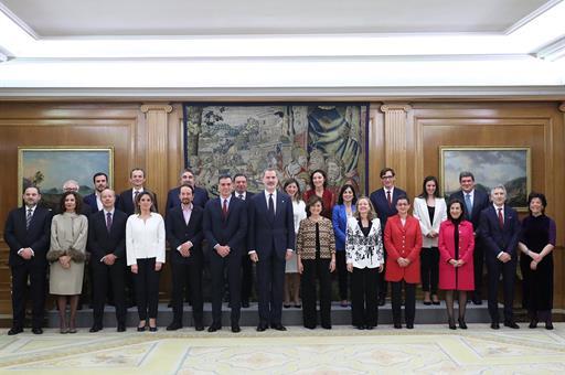 España España El Gobierno de Sánchez al completo promete lealtad al Rey y guardar y hacer guardar la Constitución