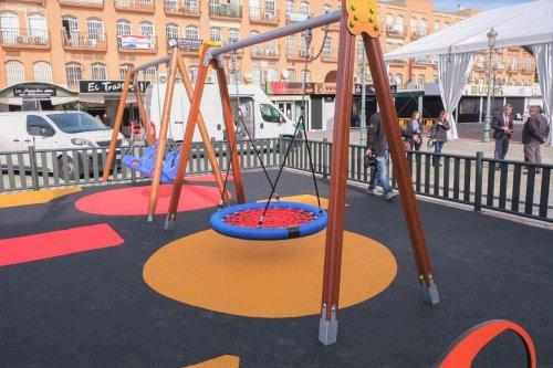 Ayuntamientos Ayuntamientos El Ayuntamiento instala en la plaza de la Mezquita el primer parque infantil 100% inclusivo de Benalmádena