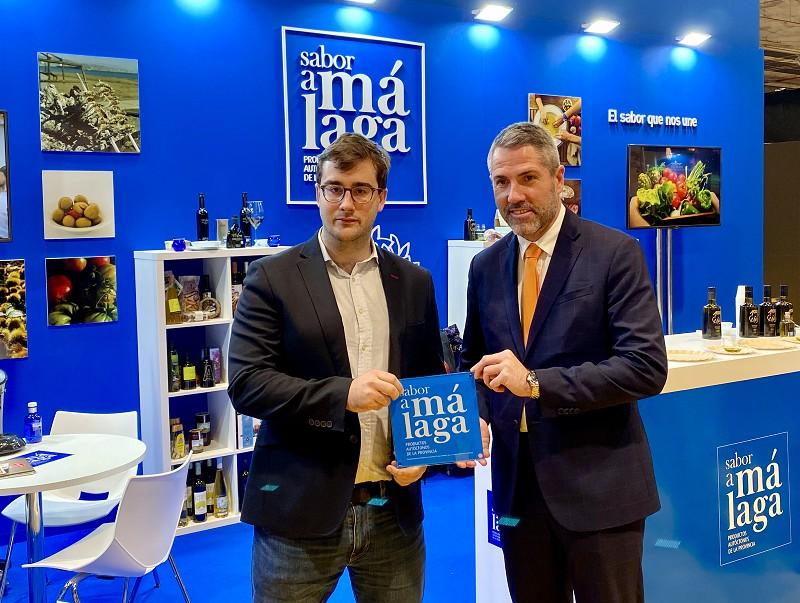 Turismo Turismo El Cocinero Revelación de Madrid Fusión 2019, Fernando Alcalá, recibe la placa de 'Sabor a Málaga'