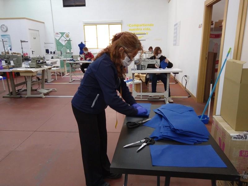 Málaga Málaga La Diputación y ´la Caixa' ponen en marcha una iniciativa para fabricar 200.0000 mascarillas frente al coronavirus