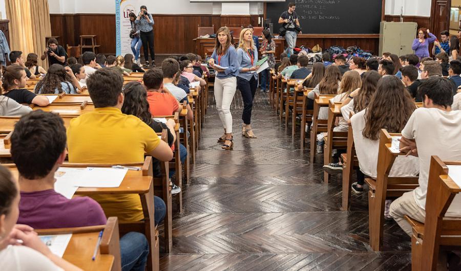 Andalucía Andalucía La prueba de acceso a la Universidad en Andalucía se realizará a principios de julio
