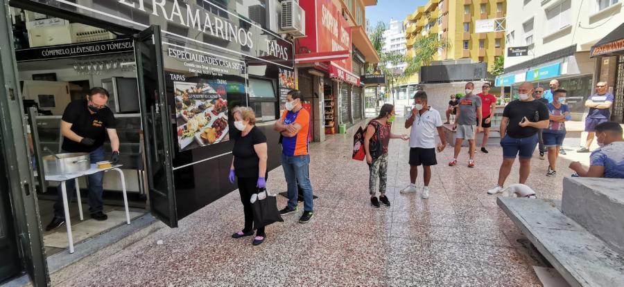 Restaurantes Restaurantes Casa Sista, del grupo Noachi Hoteles pionero en la implantación de medidas contra el Covid-19, reparte en Torremolinos 150 raciones de arroz en el reinicio de su actividad