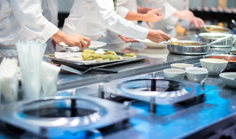 Andalucía Andalucía Empleo diseña una oferta formativa para los sectores del turismo y la hostelería dotada con 4,3 millones