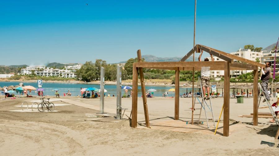 Ayuntamientos Ayuntamientos El Ayuntamiento de Estepona amplía las áreas de sombra en las playas para personas con movilidad reducida