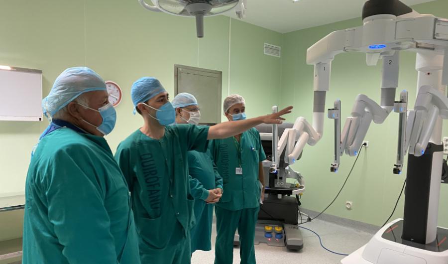 Málaga Málaga Un nuevo robot Da Vinci en el Hospital Virgen de la Victoria realizará más de 150 intervenciones al año