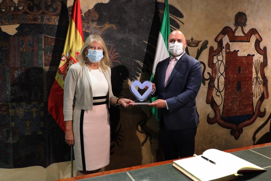 Ayuntamientos Ayuntamientos La alcaldesa de Marbella recibe en el Ayuntamiento al embajador de Emiratos Árabes en España y le agradece la donación de material a la ciudad frente al Covid-19