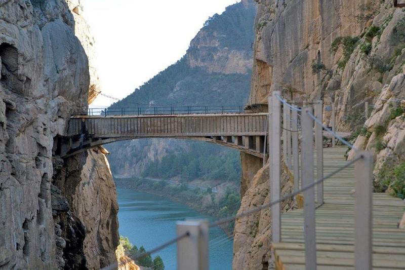 """Turismo Turismo El Caminito del Rey y ocho establecimientos turísticos de su entorno han logrado el distintivo """"Preparado frente al Covid"""""""