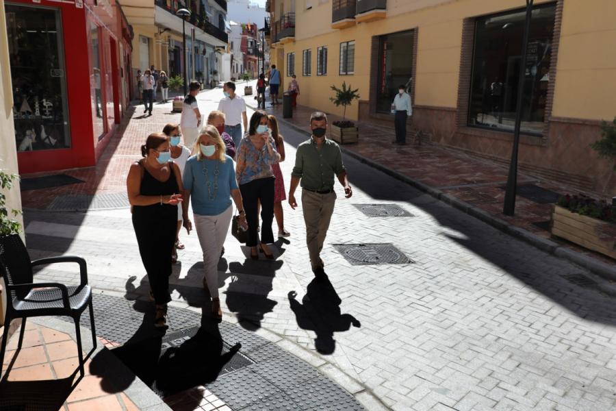 Ayuntamientos Ayuntamientos El Ayuntamiento de Marbella finaliza la remodelación integral de la calle Málaga, que ha permitido resolver problemas en materia de accesibilidad y saneamiento
