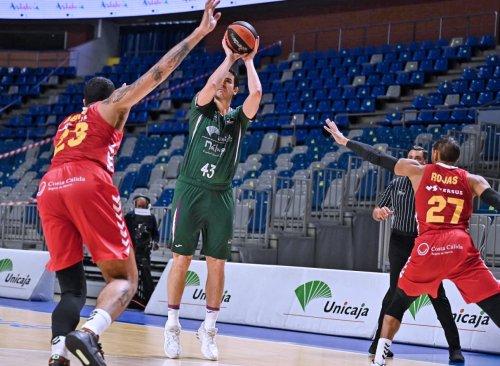 Deportes Deportes El Unicaja tira de orgullo para prolongar su buena racha (102-81)