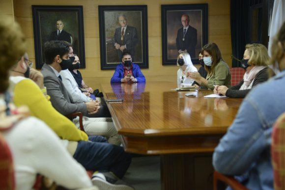 Torremolinos Torremolinos El Ayuntamiento se reúne con hosteleros del centro para avanzar en la modificación de la ordenanza y dinamizar el sector en Torremolinos