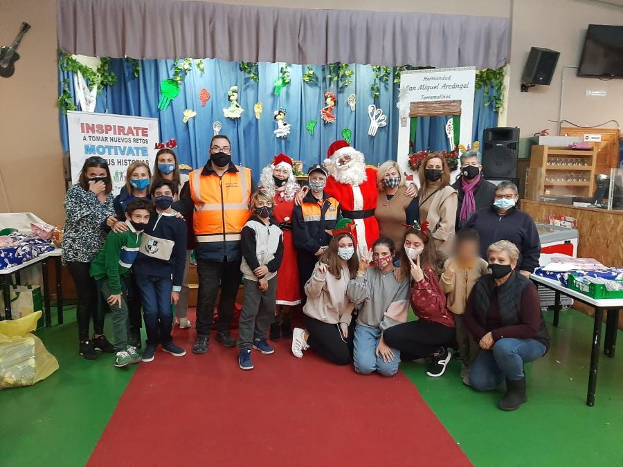 Torremolinos Torremolinos La asociación Más + Vida Torremolinos reparte 150 cestas solidarias y más de un centenar de juguetes dentro de su campaña navideña