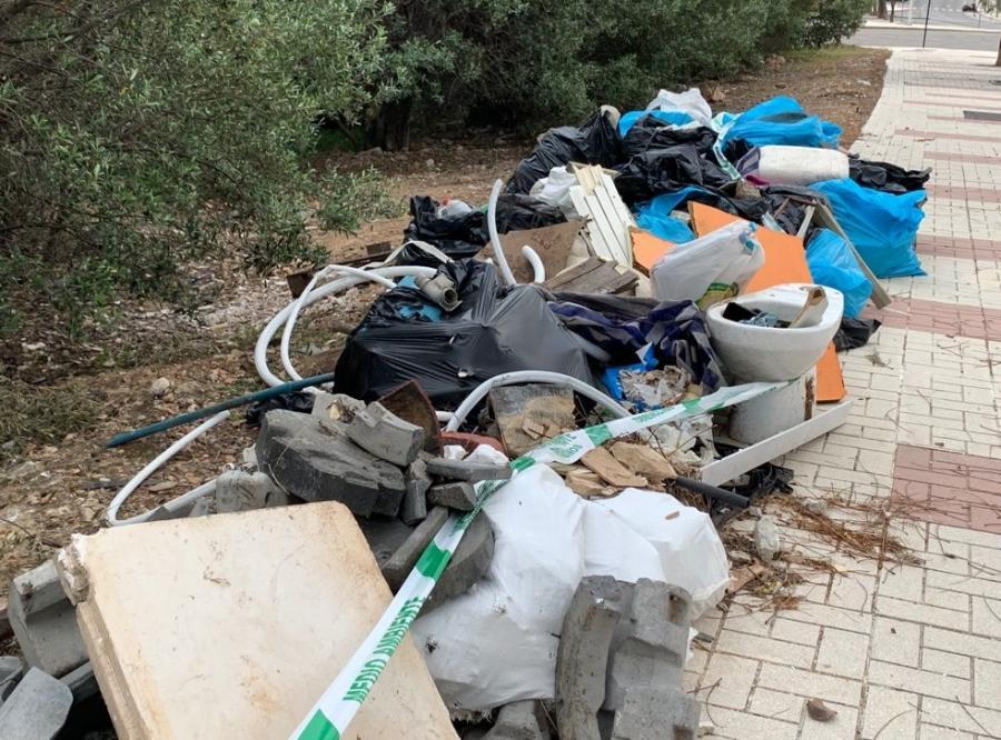 """Torremolinos Torremolinos Campaña medioambiental del PP: """"Dos semanas después de recoger unas 40 bolsas de residuos y tras 3 escritos al Ayuntamiento los residuos siguen donde los dejamos en La Leala Norte"""""""