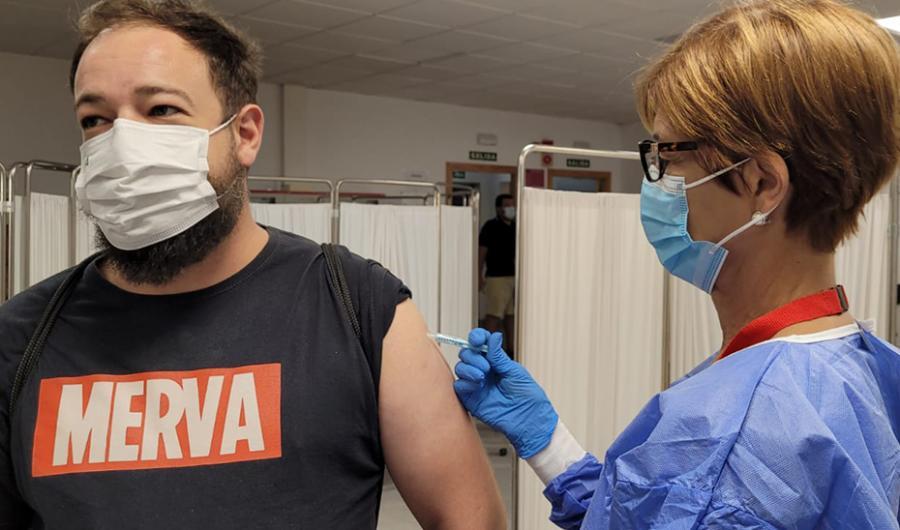 Andalucía Andalucía Andalucía baja hasta los 23 años la posibilidad de solicitar cita para vacunarse contra el Covid-19 y la recaptación de personas mayores de 40 años en 11 municipios malagueños