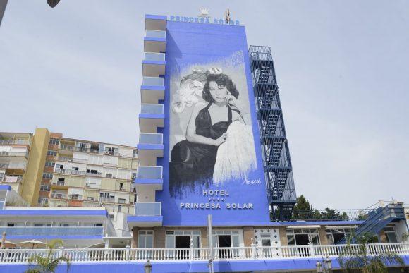 Torremolinos Torremolinos Ava Gardner deslumbra desde la fachada del Hotel Princesa Solar de Torremolinos