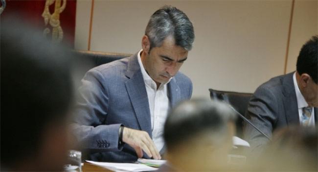 Ayuntamientos Ayuntamientos Víctor Navas no entiende el mensaje claro de la ciudadanía: más humildad y cuatro carriles, alcalde de Benalmádena