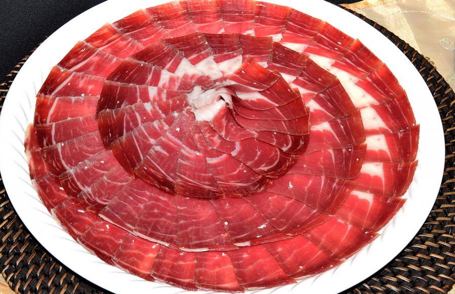 Ayuntamientos Ayuntamientos Estepona acoge el domingo la final andaluza del concurso de cortadores de jamón 'Ningún hogar sin comida'