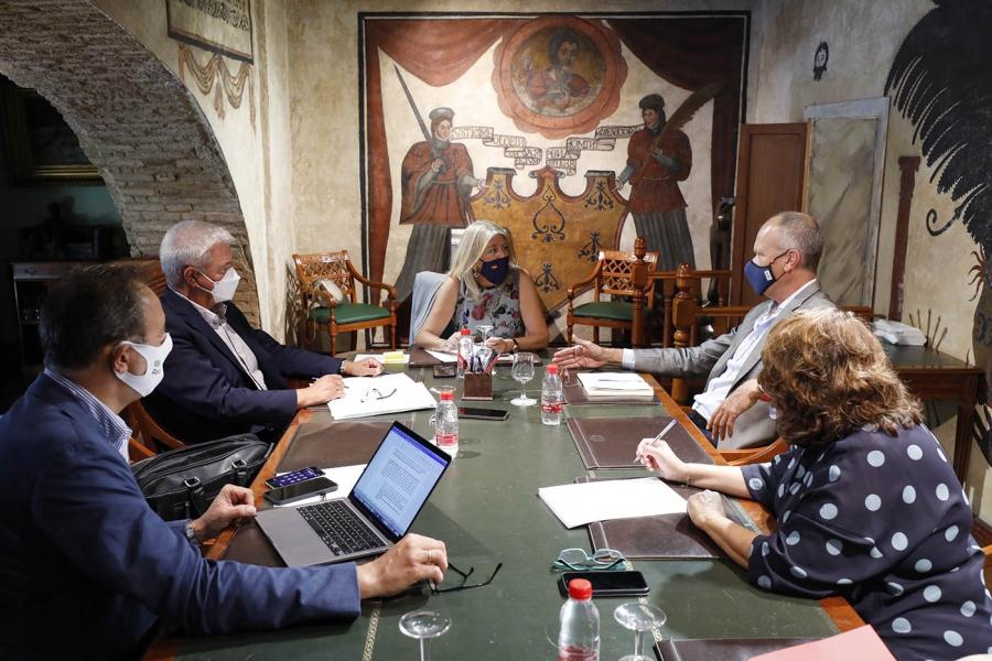 Ayuntamientos Ayuntamientos El Ayuntamiento de Marbella y Aehcos abordan asuntos de interés para el sector turístico en materia de promoción, infraestructuras y formación