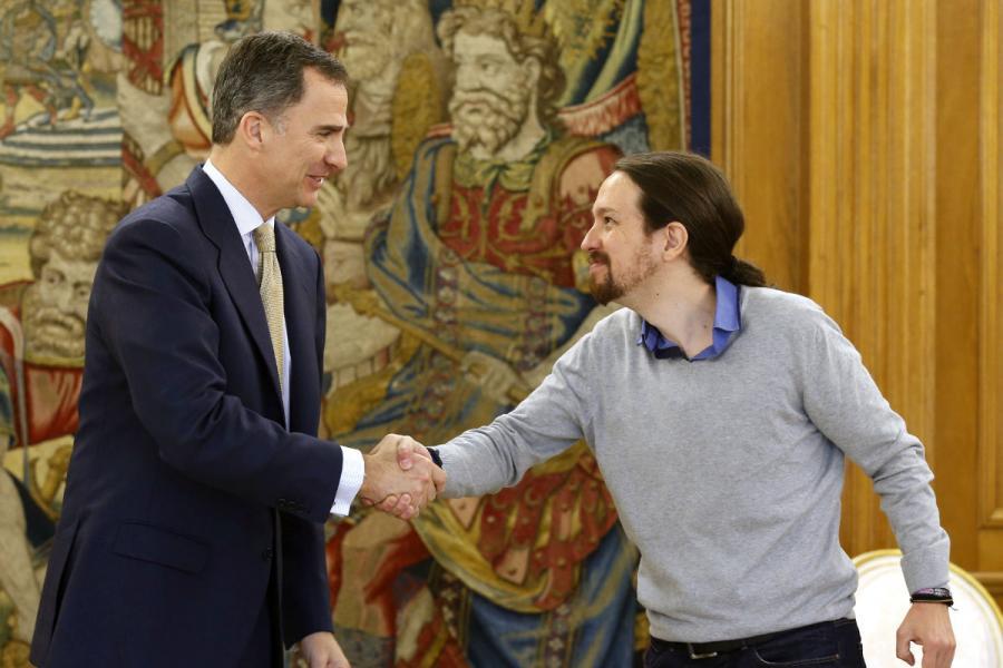 _old Vergonzoso Pablo Iglesias llegó con 20 minutos de retraso a ver al Rey